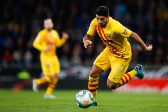 BARCELONA, SPAIN - JANUARY 04: Luis Suarez of FC Barcelona controls the ball during the Liga match between RCD Espanyol and FC Barcelona at RCDE Stadium on January 04, 2020 in Barcelona, Spain. (Photo by Eric Alonso/MB Media/Getty Images)