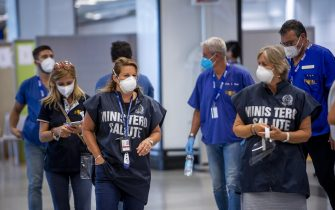 ROME, ITALY - AUGUST 25: Health Ministry operators attend a press conference during rapid antigenic tests for Covid-19 to passengers arriving from high-risk countries at a testing station set up inside Leonardo Da Vinci airport, on August 25, 2020 in Fiumicino, Rome, Italy. The region has introduced mandatory COVID-19 tests for anyone arriving from Croatia, Greece, Spain and Malta to avoid a spike of new cases. (Photo by Antonio Masiello/Getty Images)