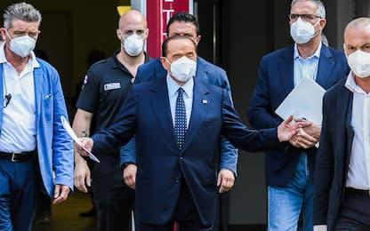 Coronavirus, Silvio Berlusconi dimesso dal San Raffaele. LE FOTO