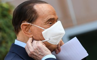 Former Italian prime minister Silvio Berlusconi takes off his face mask as he prepares to address the media, as he leaves the San Raffaele Hospital in Milan on September 14, 2020 after he tested posititive for coronavirus and was hospitalized since September 3. (Photo by Piero CRUCIATTI / AFP) (Photo by PIERO CRUCIATTI/AFP via Getty Images)