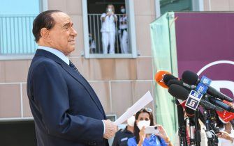 Former Italian prime minister Silvio Berlusconi addresses the media, as he leaves the San Raffaele Hospital in Milan on September 14, 2020 after he tested posititive for coronavirus and was hospitalied since September 3. (Photo by Piero CRUCIATTI / AFP) (Photo by PIERO CRUCIATTI/AFP via Getty Images)