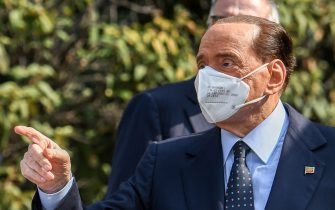 Former Italian prime minister Silvio Berlusconi gestures as he leaves the San Raffaele Hospital in Milan on September 14, 2020 after he tested posititive for coronavirus and was hospitalized since September 3. (Photo by Piero CRUCIATTI / AFP) (Photo by PIERO CRUCIATTI/AFP via Getty Images)