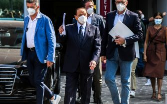 Former Italian prime minister Silvio Berlusconi (C) leaves the San Raffaele Hospital in Milan on September 14, 2020 after he tested posititive for coronavirus and was hospitalized since September 3. (Photo by Piero CRUCIATTI / AFP) (Photo by PIERO CRUCIATTI/AFP via Getty Images)