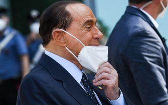 Former Italian prime minister Silvio Berlusconi takes off his face mask to address the media as he leaves the San Raffaele Hospital in Milan on September 14, 2020 after he tested posititive for coronavirus and was hospitalized since September 3. (Photo by Piero CRUCIATTI / AFP) (Photo by PIERO CRUCIATTI/AFP via Getty Images)