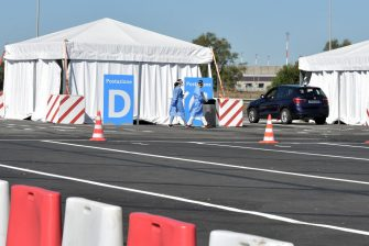 ROME, ITALY - SEPTEMBER 04:  (EDITOR'S NOTE: The license plate of the car has been pixelated for privacy) Medical staff attend the new COVID-19 drive-in test centre, the largest in the Lazio region, to carry out rapid COVID-19 antigen swabs in the Long Stay car park at Leonardo da Vinci-Fiumicino Airport on September 4, 2020 in Rome, Italy.  (Photo by Simona Granati - Corbis/Getty Images)