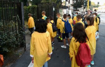 MILAN, ITALY - SEPTEMBER 14:  Students wearing protective masks and keeping their social distance arrive at elementary school , on September 14, 2020 in Milan, Italy. Today for millions of Italian students is the first day of the school  with new rules for COVID-19  like social distance, protective masks and outdoor classess.  (Photo by Pier Marco Tacca/Getty Images)
