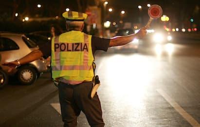 Brescia, senza patente e con targa finta: multa da 3.700 euro