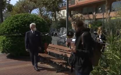 Ventimiglia, sindaco derubato della giacca durante diretta televisiva
