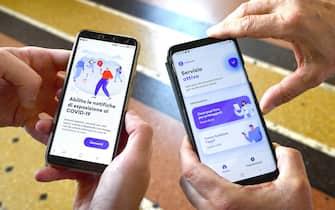 Una persona utilizza sul proprio  smartphone l'app Immuni, Genova, 8 giugno 2020.  Finora più di due milioni di italiani hanno già scaricato l'app Immuni che parte oggi in 4 Regioni (Abruzzo, Liguria, Marche e Puglia). ANSA/LUCA ZENNARO