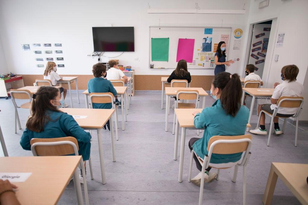 Ragazzi felici a scuola e ci devono restare: contagi non avvengono lì