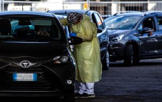Motorists wait in line for their swab samples to be taken for Covid-19 testing by health workers at the drive-in during the Coronavirus emergency in Rome, Italy, 06 October 2020.  ANSA/ANGELO CARCONI