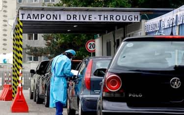 Il Drive Through dove si effettua il tampone per sapere se si è positivi al Covid-19 all'Ospedale San Carlo a Milano, 6 ottobre 2020.ANSA/Mourad Balti Touati