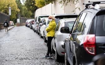 Automobilisti in fila davanti lÕospedale San Giovanni per effettuare il tampone al drive-in. Roma, 7 ottobre settembre 2020ANSA/MASSIMO PERCOSSI