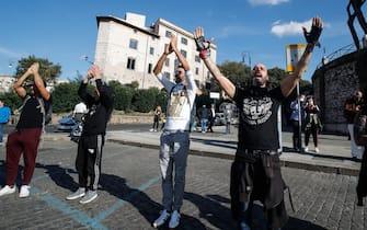 manifestazioni roma negazionisti covid no mask