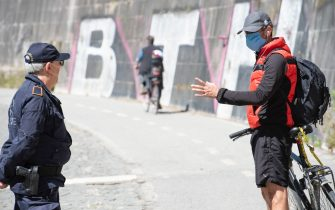 Local Police check runners and cyclists on the cycle path alongside the Tiber river near the Vatican, in the first day of phase two during the coronavirus lockdown in Rome, Italy, 4 May 2020.   MAURIZIO BRAMBATTI/ANSA