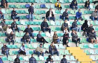 Supporters wearing masks to prevent Coronavirus (COVID-19) during the Serie A match between Hellas Verona and Udinese at Stadio Marcantonio Bentegodi, Verona,, Italy on 27 September 2020. Photo by Simone Ferraro.//UKSPORTSPICS_1750.5272/2009281739/Credit:UK Sports Pics/SIPA/2009281740 (UK Sports Pics/SIPA / IPA/Fotogramma, Pescara - 2020-09-27) p.s. la foto e' utilizzabile nel rispetto del contesto in cui e' stata scattata, e senza intento diffamatorio del decoro delle persone rappresentate