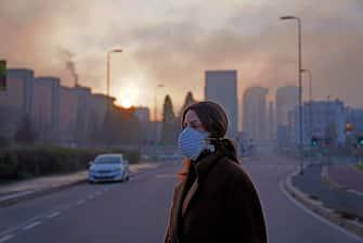 Ragazza con Mascherina per lo smog, Inquinamento dell' aria (Duilio Piaggesi/Fotogramma, Milano - 2020-01-06) p.s. la foto e' utilizzabile nel rispetto del contesto in cui e' stata scattata, e senza intento diffamatorio del decoro delle persone rappresentate
