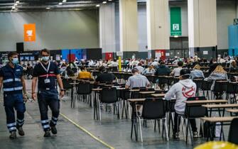 Prima giornata dei test universitari di accesso programmato nazionale per l'anno accademico 2020/21, organizzati all'interno dei padiglioni di Lingotto fiere. Torino 01 settembre 2020 ANSA/TINO ROMANO