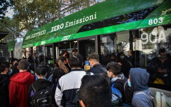 Students at the end of their day of lessons crammed together to be able to get on a bus at a bus stop on line 90-91 without being able to respect the distancing measures anticovid, Milan 12 October 2020. Ansa / Matteo Corner