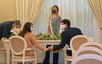 Matrimonio civile questa mattina nel comune di Foggia tra Ciro e Roberta  testimoni della coppia i genitori della sposa foto Franco Cautillo