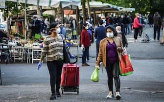 Riaperto il mercato di via Osoppo dopo il lockdown per l'emergenza del coronavirus, Milano, 07 maggio 2020. Ansa/Matteo Corner