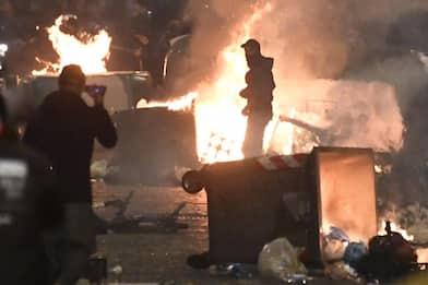 Napoli, proteste e scontri in piazza dopo le chiusure notturne. FOTO