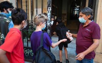 L'ingresso dei bambini della scuola Belli di Roma, 17 settembre 2019. ANSA/CLAUDIO PERI