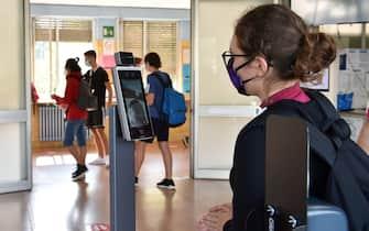 Istituto IFTS Carlo Grassi attrezzata con termoscanner per accogliere gli studenti nel primo giorno di riapertura della scuola, Torino, 14 settembre 2020 ANSA/ ALESSANDRO DI MARCO
