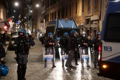 Covid, bombe carta al corteo di protesta a Roma