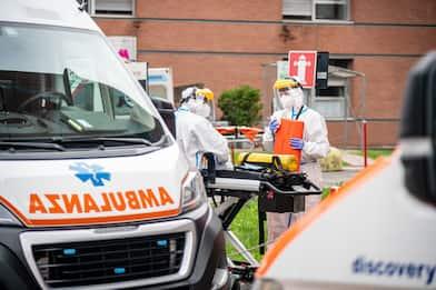 Palermo, auto cade da cavalcavia in via Ugo La Malfa: due feriti