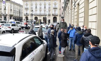 A moment of the taxi drivers protest against the new decree of the President of the Italian Council of Ministers, which contains the containment measures for the contagion from Covid-19, under the palace of the Piedmont Region in Castello square, in Turin, 25 October 2020. ANSA / ALESSANDRO DI MARCO