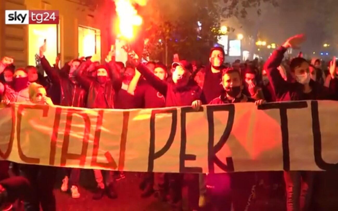 Napoli Manifestazione Nel Quartiere Vomero Contro Le Misure Anti Covid Video