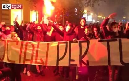 Napoli, corteo nel quartiere Vomero contro misure anti-Covid. VIDEO