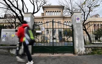 Un plesso scolastico chiuso nel quartiere di Albaro, dopo le valutazioni del Governo e del decreto di chiusura in via precauzionale sino al 15 Marzo. Genova, 05 Marzo 2020.  ANSA/LUCA ZENNARO