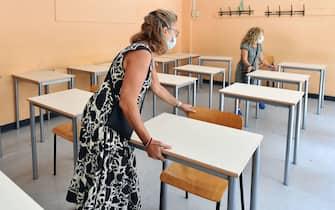 Consegna dei nuovi banchi monoposto alla succursale del liceo Gioberti, Torino, 17 settembre 2020 ANSA/ ALESSANDRO DI MARCO