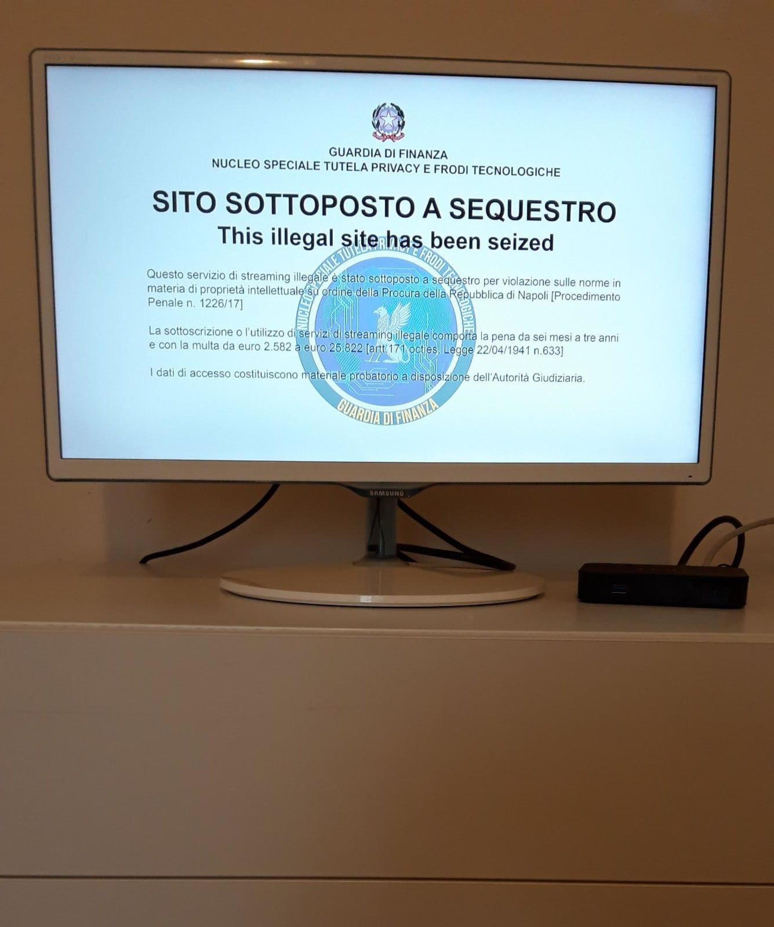 Oltre settecento siti web e 300 piattaforme Iptv pirata per la trasmissione di contenuti a pagamento sono stati oscurati dalla Guardia di Finanza. Secondo quanto si apprende da fonti inquirenti, l'attività rientra nell'ambito di una maxi indagine del Nucleo speciale tutela privacy e frodi tecnologiche delle Fiamme Gialle coordinata dalla procura di Napoli. ANSA/GUARDIA DI FINANZA +++ ANSA PROVIDES ACCESS TO THIS HANDOUT PHOTO TO BE USED SOLELY TO ILLUSTRATE NEWS REPORTING OR COMMENTARY ON THE FACTS OR EVENTS DEPICTED IN THIS IMAGE; NO ARCHIVING; NO LICENSING +++