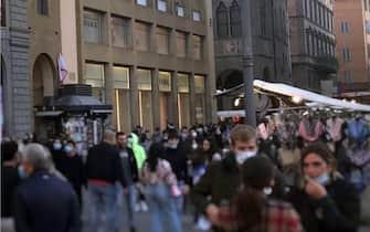 Cittadini in centro a Firenze