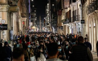 People in centre of Rome during the second wave of the Covid-19 Coronavirus pandemic, in Rome, Italy, 8 November 2020