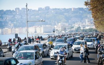 Crowd on the seafront of Naples during the first Sunday after the entry into force of the new decree against Covid-19 issued by the Italian Government, Naples, Italy, 08 November 2020.   ANSA / CESARE ABBATE
