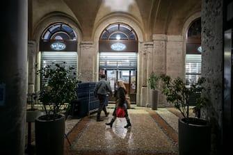 Bergamo Coronavirus - nuovo DPCM: chiusura bar e ristoranti alle 18 (Bergamo - 2020-10-26, Foto ©Sergio Agazzi) p.s. la foto e' utilizzabile nel rispetto del contesto in cui e' stata scattata, e senza intento diffamatorio del decoro delle persone rappresentate