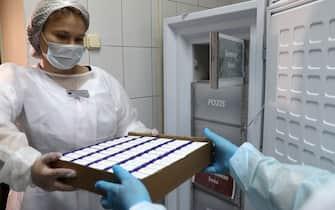 MOSCOW, RUSSIA - SEPTEMBER 4, 2020: Medical staff with newly delivered boxes containing COVID-19 vaccine in a cold room at No2 Outpatient Clinic in southern Moscow. The Russian president announced that Russia had developed and approved a vaccine against the COVID-19 coronavirus disease on 11 August 2020. Stanislav Krasilnikov/TASS/Sipa USA (Moscow - 2020-09-04, TASS / IPA) p.s. la foto e' utilizzabile nel rispetto del contesto in cui e' stata scattata, e senza intento diffamatorio del decoro delle persone rappresentate