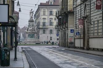 Strade e piazze deserte per il secondo lockdown nel centro di Torino, 12 novembre 2020. ANSA/TINO ROMANO