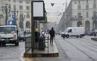 Sciopero dei mezzi  pubblici  a torino   disagi  alle fermate dei  tram  Torino  23 ottobre 2020 Ansa/ Edoardo Sismondi