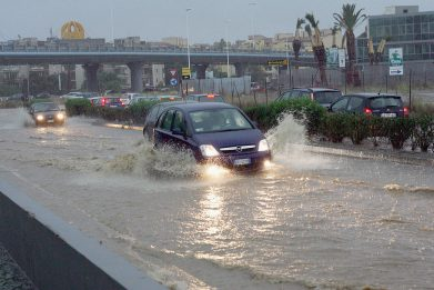 Allerta rossa per maltempo in Sardegna. Chiuse scuole a Cagliari