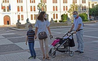 A causa del diffondersi dei casi di Coronavirus, il sindaco di Foggia, Franco Landella, ha stabilito con un'ordinanza l'obbligo, da domani 25 settembre foto franco Cautillo