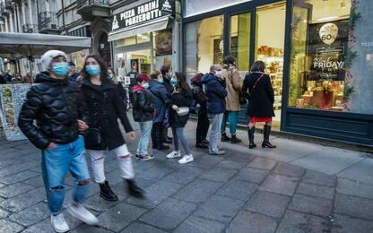 Covid Torino, vigilantes e controlli a campione contro folla negozi