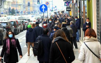 People shop during Advent season in Milan amid the second wave of the Covid-19 Coronavirus pandemic, Italy, 29 November 2020. The Lombardy region is now going from a red region (very strict social life rules) to an orange one (less rigid social life)ANSA / PAOLO SALMOIRAGO