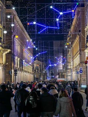 Coronavirus Covid 19: Torino in zona arancione e la gente a fare shopping natalizio nella centralissima via Roma. Torino 29 noivembre 2020 ANSA/TINO ROMANO