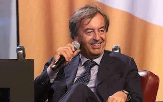 Il professor Roberto Burioni intervistato da Matteo Renzi alla Leopolda a Firenze, 20 ottobre 2018. ANSA/CLAUDIO GIOVANNINI