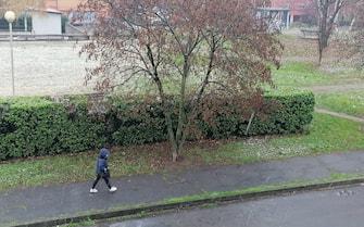 Primi fiocchi di neve nell'hinterland Milanese, maltempo nevicata (MILANO - 2020-12-02, FOTOGRAMMA) p.s. la foto e' utilizzabile nel rispetto del contesto in cui e' stata scattata, e senza intento diffamatorio del decoro delle persone rappresentate